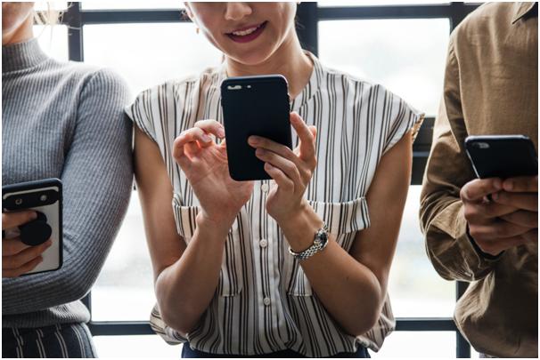 📱 Запрет на использование телефонов в школах – нужно ли это
